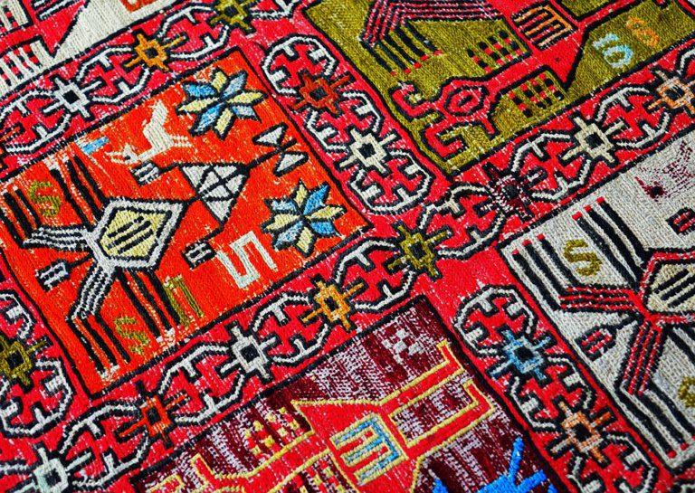 alfombra colorida moderna
